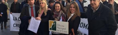 El Congreso de los Diputados abre sus puertas, durante el primer día del Debate de Investidura, a los cazadores y cazadoras de España