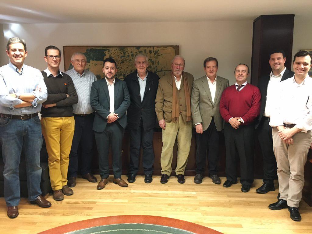 Miembros de la Asamblea General de la ONC junto a Santiago Iturmendi